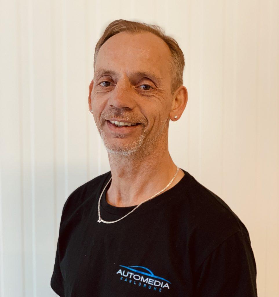Hier sehen Sie einen der Inhaber von Automedia Karlsruhe Mario Kästner